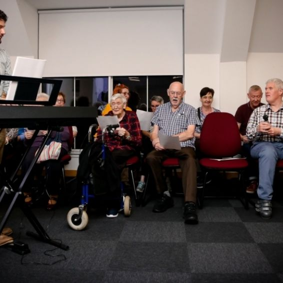 AGM 2019 keyboard player entertains tenants